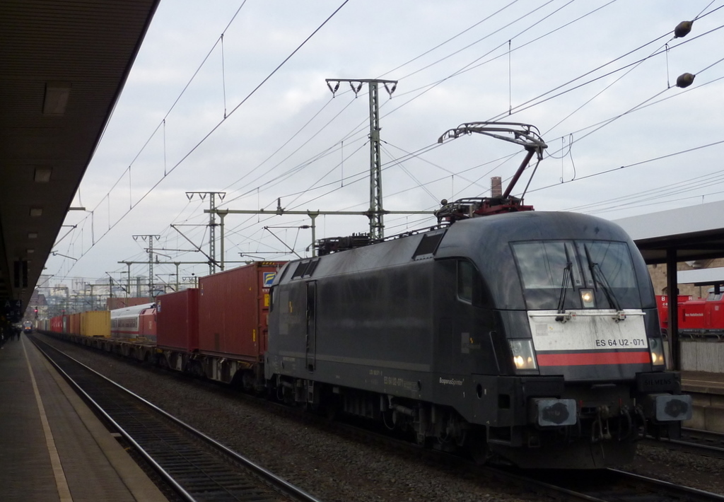 182 571 boxxpress mit Containerzug am 20.11.10 in Fulda