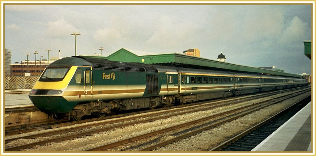 HST 125 der  First  in Cardiff im Nov 2000. 
