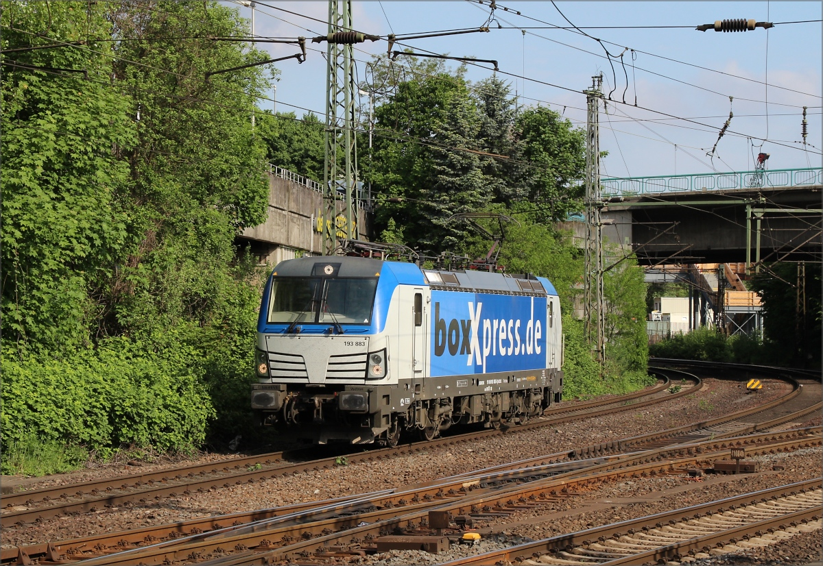 193 883 im Dienste von Boxxpress am 11.05.18 in Hamburg Harburg