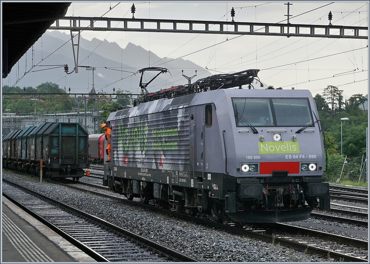 Die MRCE 189 090-5  Göttigen  (UIC 91 80 6189 990-5 D-Dispo Class 189 VE) in Sierre. 31. Juli 2017