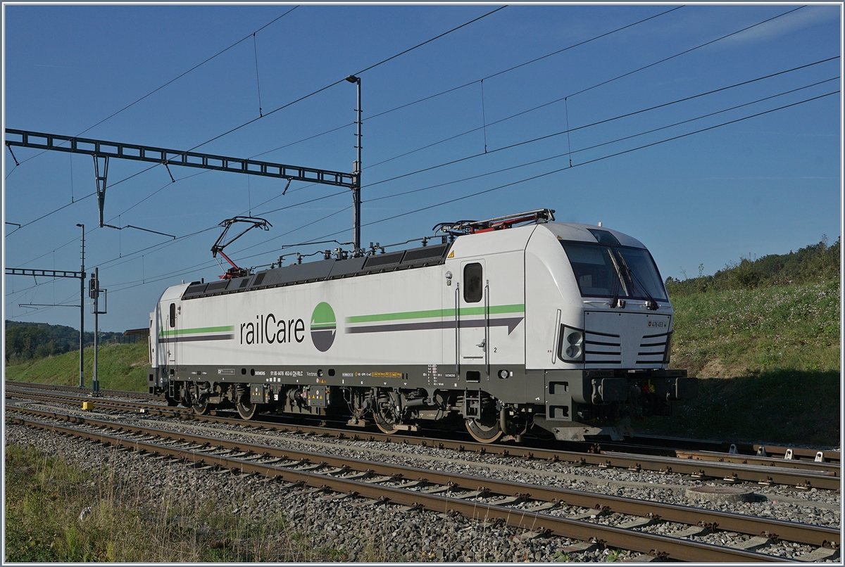 Die Rail Care Rem 476 453-6 VAUD (UIC 91 85 4476 43-6 CH-RLC) in Vufflens la Ville. 