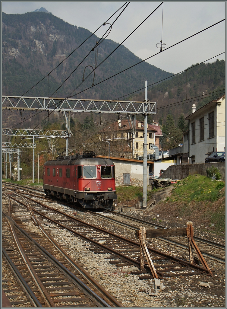 Die SBB Re 6/6 11625 in Varzo. 