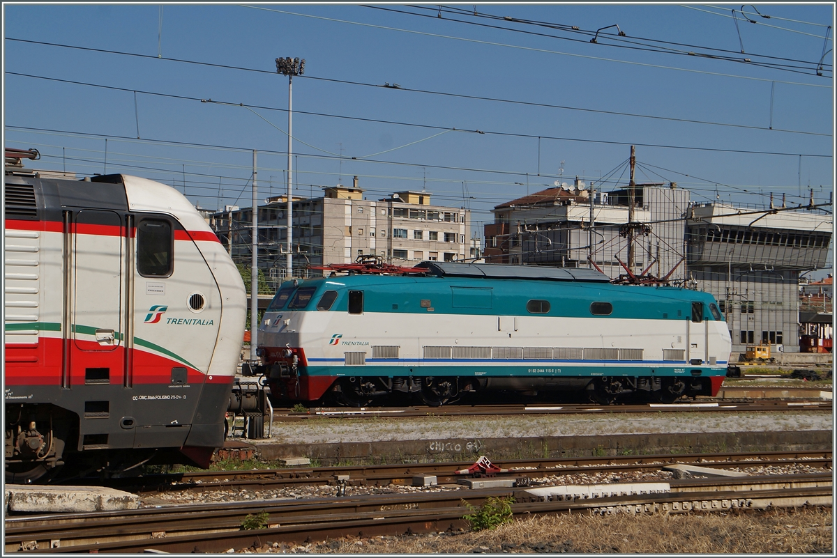Knapp erwischt: die FS 44 115 (UIC N° 91 83 2444 115-6 I-TI) in Milano Centrale. 