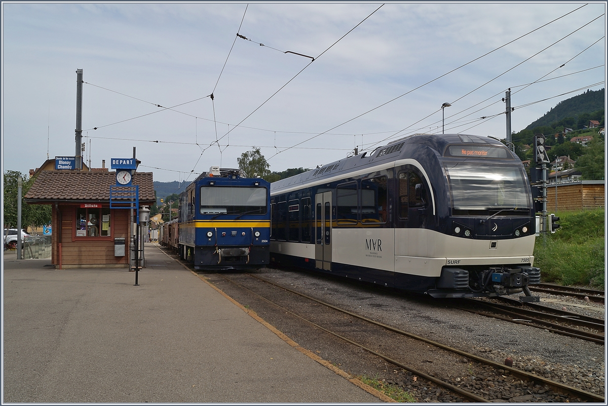 MOB Gem 2/2 2504 und MVR ABeh 2/5 7505 in Blonay. 