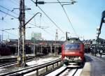 litra-me-henschelbbcscandia/77797/dsb-me-in-kobenhavn-am-20 DSB ME in Kobenhavn am 20 März 2001. Links im Bild die Fahrleitungsanlgen der mit Gleichstrom betreiben S-Bahn. (Analogbild ab CD)