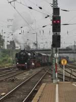 BR 52/92728/in-der-nebelsuppe-tauchte-auf52-8134 In der Nebelsuppe tauchte auf...52 8134 der Eisenbahnfreunde Betzdorf mit einem Sonderzug von Siegen nach Hagen am 04.09.2010 in Hagen