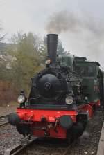 Landerbahndampfloks/64499/lok-waldbroel-war-mit-einer-zweiten Lok 'Waldbröl' war mit einer zweiten Dampflok für den Pendelverkehr am 04.04.10 zwischen dem Bahnhof Gerolstein und dem Lokschuppen in Gerolstein zuständig.