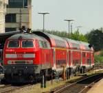 br-218-v-164/136958/218-496-8-stand-mit-dem-ire 218 496-8 stand mit dem IRE 4209 nach Lindau Hbf im Bahnhof von Friedrichshafen Stadt am 23.4.11.