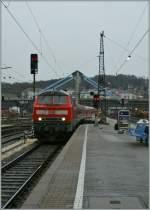 br-218-v-164/146464/die-218-475-2-erreicht-mit-einem Die 218 475-2 erreicht mit einem Nahverkehrszug Ulm Hbf.  16. Nov. 2010