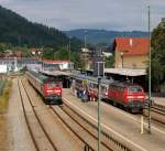 br-218-v-164/157040/218-treffen-in-immenstadt-218-487-7 218 Treffen in Immenstadt. 218 487-7 steht mit dem IC 2084/2082 von Sonthofen nach Küneburg abfahrbereit im Bahnhof von Immenstadt und 218 434-9 und 218 491-9 kamen im Sandwich mit dem IC 2012 von Sonthofen nach Herford in den Bahnhof hineingefahren.