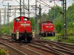 br-290-296-v90/69427/neben-der-alten-kollegin-212-034 Neben der alten Kollegin 212 034 fuhr 295 082-2 als Lz fahrt durch den Bahnhof Hamburg-Harburg am 14.5
