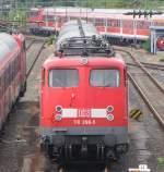 br-6110-e10/51073/110-398-mit-einer-verstaerkergarnitur-abgestellt 110 398 mit einer Verstärkergarnitur abgestellt am 11.07.09 in Siegen