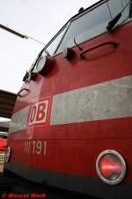 BR 6111/101064/die-111-191-im-kassler-hbf Die 111 191 im Kassler Hbf mit dem DOSTO nach Frankfurt