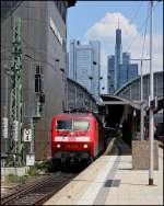 BR 6120/140623/120-127-mit-ic-2802-nach 120 127 mit IC 2802 nach Berlin am 21.05.11 in Frankfurt a.M.