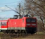 br-6143-ex-dr-243/129331/143-966-0-schob-die-regionalbahn-von 143 966-0 schob die Regionalbahn von Hamburg-Altona nach Itzehoe durch Bullendorf am 26.3.