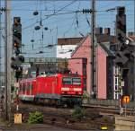 br-6143-ex-dr-243/163540/143-288-mit-der-s6-nach 143 288 mit der S6 nach Essen bei der Einfaht in den Kölner Hauptbahnhof am 01.10.11