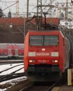 br-6152-es-64-f/55193/152-074-mit-gueterzug-am-210210 152 074 mit Güterzug am 21.02.10 in Fulda