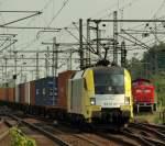 br-6182-es-64-u2-/140448/es-64-u2-008-von-boxpress-rollte ES 64 U2-008 von Boxpress rollte mit einem langen Containerzug durch Harburg am 21.5.11.