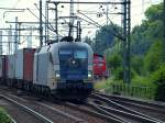 br-6182-es-64-u2-/78810/es-64-u2-024-fuhr-mit-einem ES 64 U2-024 fuhr mit einem Containerzug durch den Bahnhof Hamburg-Harburg am 24.6.