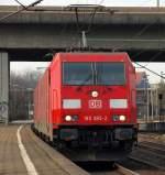 br-6185-traxx-f140-ac1-ac2/125919/aus-dem-hafen-kam-185-385-2 Aus dem Hafen kam 185 385-2 mit einer weiteren 185 durch Hamburg-Harburg gefahren.