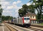 br-6185-traxx-f140-ac1-ac2/156370/185-664-0-und-185-661-6-paul 185 664-0 und 185 661-6 'Paul' zogen einen schweren KLV-Zug durch den Asslinger Bahnhof am 26.7.11