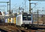 br-6185-traxx-f140-ac1-ac2/176139/185-717-boxxpressrailpool-mit-containerzug-am 185 717 boxxpress/Railpool mit Containerzug am 16.01.12 in Fulda