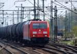 br-6185-traxx-f140-ac1-ac2/66365/185-341-5-fuhr-mit-einem-kesselwagenzug 185 341-5 fuhr mit einem Kesselwagenzug durch den Harburger Bahnhof am 24.4