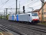 br-6186-traxx-f140ms-ms2/52906/railpool-186-102-leider-eine-kleine Railpool 186 102 leider eine kleine Bewegungsunschärfe vorne und 186 110 am 10.10.09 in Fulda