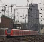 BR 0425/122252/425-106-und-noch-ein-weiterer 425 106 und noch ein weiterer 425er als RB 48 nach Wuppertal bei der Einfahrt in den Kölner Hauptbahnhof am 19.02.11.