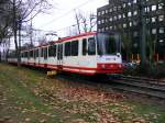strassenbahn-dortmund/89637/eine-doppeltraktion-aus-stadtbahnwagen-b-der Eine Doppeltraktion aus Stadtbahnwagen B der Dortmunder Stadtwerke wird am 19. Dezember 2008 gleich in die Haltestelle 'Kohlgartenstraße' einfahren.