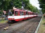 strassenbahn-dusseldorf/90825/eine-doppeltraktionen-aus-stadtbahnwagen-b-der Eine Doppeltraktionen aus Stadtbahnwagen B der Rheinbahn ist am 30. Mai 2008 auf der Hansaallee in Düsseldorf unterwegs.