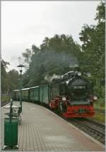 RUBB/164666/die-ruebb-99-1782-4-erreicht-mit Die RüBB 99 1782-4 erreicht mit einem langen Personnenzug Bind LB. 18.09.2011