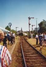 Eisenbahnbilder/50797/die-bahnhofsausfahrt-von-altenkirchen-im-sommer Die Bahnhofsausfahrt von Altenkirchen im Sommer von 2000  Heute sieht es ganz anders aus leider :-(