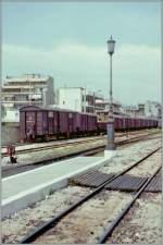Bahnbilder der etwas anderen Art/149436/der-schmalspurbahnhfo-von-athen-im-april Der Schmalspurbahnhfo von Athen im April 1996. (Gescanntes Negativ)
