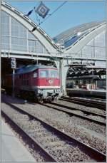 Raritaten/148560/hier-hoert-der-fahrdraht-auf-gut Hier hört der Fahrdraht auf: gut zehn Meter östlich der Halle des Berliner Hauptbahnhofs (heute Berlin Ostbahnhof) endete 1994 der Fahrdraht.  (Gescanntes Negativ)