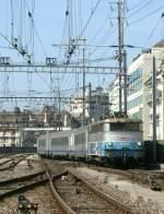 BB 25200/70022/sncf-bb-25238-trifft-mit-einem SNCF BB 25238 trifft mit einem TER aus Lyon am 30. Juni 2009 in Genève ein.