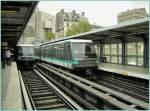metro-paris-ratp/119163/zwei-mtro-zuege-der-linie-1 Zwei Métro Züge der Linie 1 an der Haltestelle 'La Bastille'.  12.04.2008