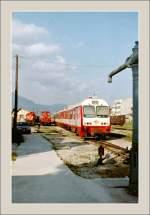 Triebwagen/149291/ein-ic-nach-athen-verlaesst-im Ein IC nach Athen verlässt im April 1996 Korintos.  (Gescanntes Negativ)