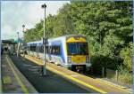 Triebwagen/88023/ist-soeben-im-grenzebahnhof-newry-eingetroffen Ist soeben im 'GrenzeBahnhof' Newry eingetroffen: NIR 3022.  19. Sept. 2007