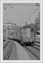 E 636/178637/damals-im-fruehsommer-1985-alltag-die Damals, im Frühsommer 1985 Alltag: die FS BR 636 vor verschiedenen Zügen im engen Bahnhof von San Remo.  Juni 1985 (gescanntes Negativ)