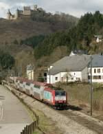 Serie 4000/72875/die-cfl-4013-mit-einem-ir Die CFL 4013 mit einem IR nach Luxembourg bei der Burg Bourscheid am 29. März 2009.