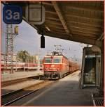 br-1044-1144/78767/oebb-1044-102-0-mit-einem-gueterzug ÖBB 1044 102-0 mit einem Güterzug bei der Durchfahrt in Graz im Sept. 2004.  (Analogbild ab CD)