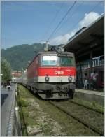 br-1044-1144/89822/die-oebb-1144-216-faehrt-mit Die ÖBB 1144 216 fährt mit dem IC 119 in Bregenz Hafen durch.  29. August 2008
