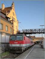 br-1044-1144/90645/oebb-1144-233-wartet-mit-einem ÖBB 1144 233 wartet mit einem Regionalzug nach Bludenz in Lindau auf die Abfahrt.  30. August 2008