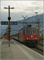 re-420-re-4-4-ii-/122192/mitte-februar-wurden-zwei-re-460 Mitte Februar wurden zwei Re 460 Umnläufe von Re 4/4 II ausgeführt, hier die Re 4/4 II 11205 mit dem IR 1712 in Sion am 14. Feb. 2011.