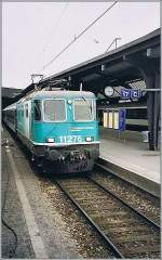 re-420-re-4-4-ii-/143918/sbb-re-44-ii-11276-in SBB Re 4/4 II 11276 in der nicht serienmässig ausgeführten SBB Cargo Versuchslackierung in Zürich HB im April 1999.