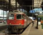 re-420-re-4-4-ii-/160424/11124-stand-mit-dem-ir-1969 11124 stand mit dem IR 1969 nach Zürich HB abfahrbereit im Bahnhof Basel SBB am 4.8.11.