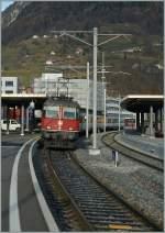 re-420-re-4-4-ii-/172225/re-44-ii-11151-mit-ihre Re 4/4 II 11151 mit ihre REX von St. Gallen nach Chur beim Halt in Sargans. 01.12.2011