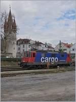 re-421-re-4-4-ii-/612049/die-sbb-re-421-383-1-verbringt Die SBB Re 421 383-1 verbringt die Wartezeit zwischen zwei Zügen auf einem Abstellgleis in Lindau. 16. März 2018