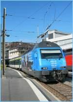 re-460-re-4-4-vi/101215/re-460-076-3-mit-einem-ir Re 460 076-3 mit einem IR nach Brig am 7. Oktober 2010.